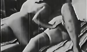 Vidéo vintage amateur des années 50: un mec et deux filles