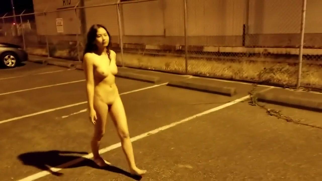 elle se promene nu dans la rue salope site