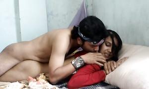 Un Colombien baise une jeune arabe ivre devant la caméra