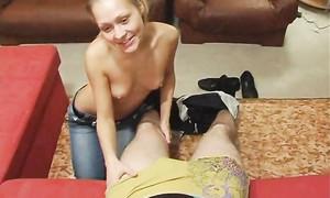 Blondinette baisée par un gars russe du Sud