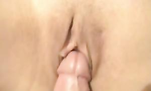 Pénétration vaginale en gros plan faite en direct