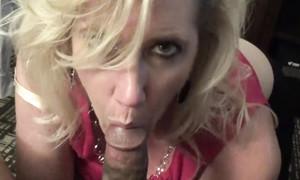 Ma femme suce le sexe black dans un clip amateur