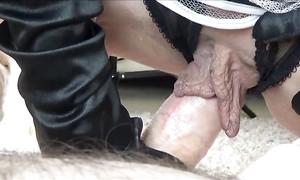 Femmes aux gros clitoris et lèvres de la vulve imposantes